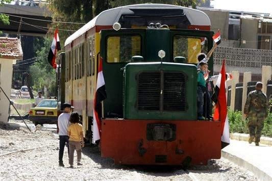 «قطار النزهة» يتحدى النزاع مستأنفا رحلاته الى شمال غرب دمشق