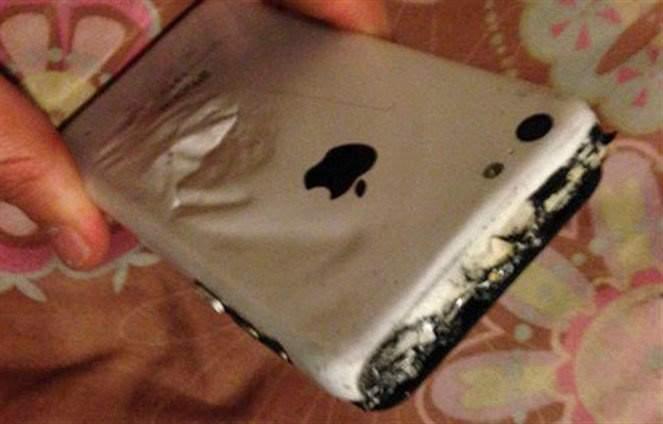 انفجار هاتف آيفون في جيب طفلة
