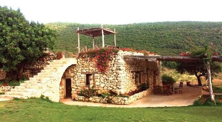 قرنعون اللبنانية.. من قرية منسية إلى قبلة سياحية