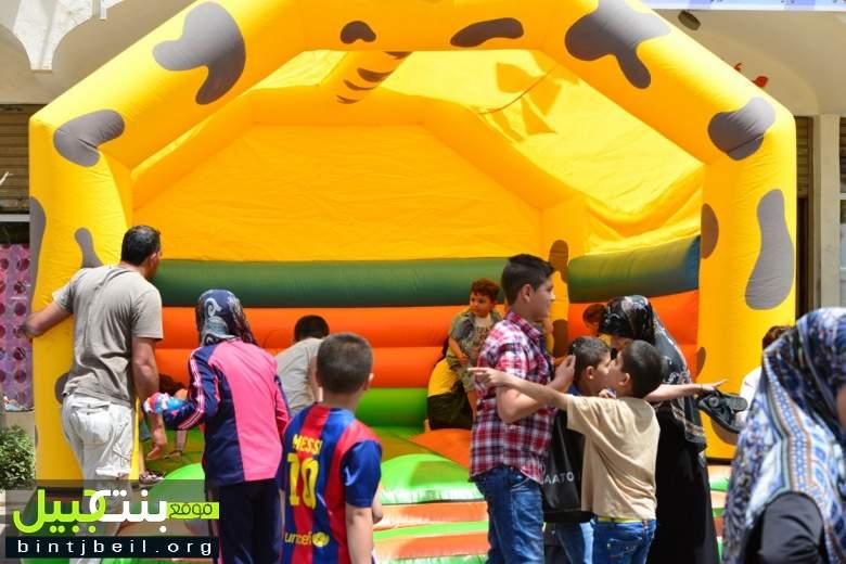 بلدية بنت جبيل أقامت كرمس للأطفال في السوق التجاري بمناسبة عيد المقاومة و التحرير