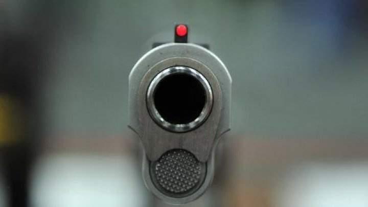 طفل اميركي في الثانية من العمر يقتل نفسه بسلاح ناري