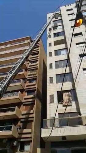 بالفيديو - هكذا أنقذ فوج الاطفاء عاملة حاولت الانتحار في المصيطبة