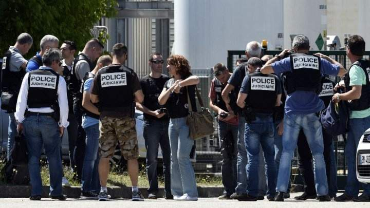 انتحاري  فرنسا ارسل صورة «سيلفي» مع رأس ضحيته قبل التفجير