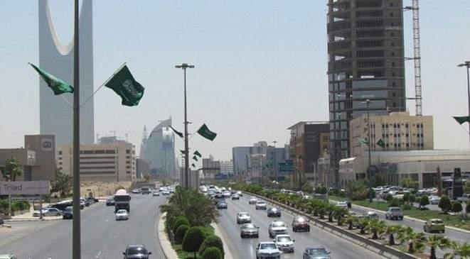 السجن عامًا وغرامة نصف مليون ريال لمن يصوّر المسؤولين في السعودية