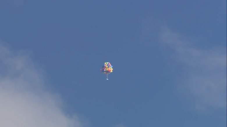 فيديو: شاب ينجح بالطيران بإستخدام 100 بالون هيليوم والشرطة تقوم بإعتقاله!