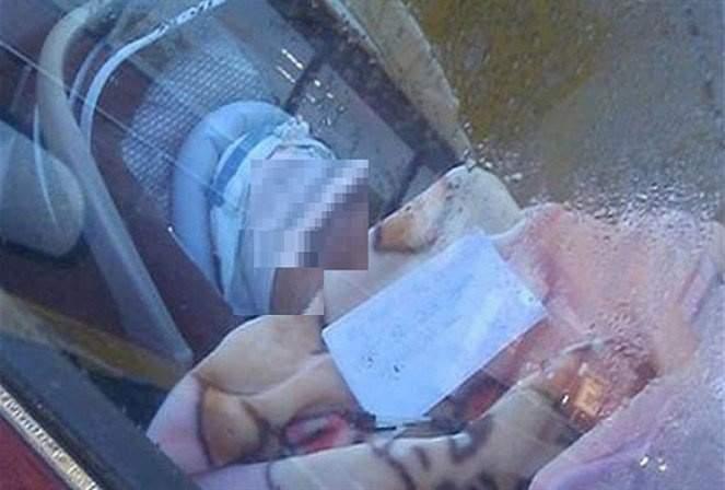 بالصور: نسيت العائلة طفلها في السيارة.. فتوفي اختناقاً