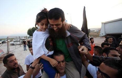 فلسطين   عدنان حراً: حاول السجّان سرقة الفرحة