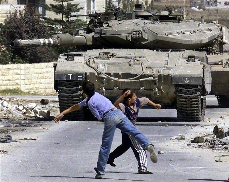 حجارة الفلسطينيين تثير هلع الاحتلال!