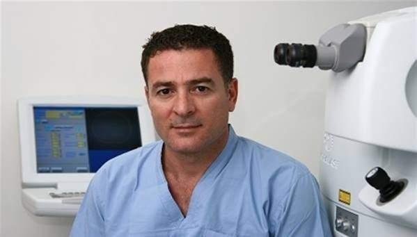 بالفيديو / طبيب لبناني يعيد البصر لأعمى بعد 30 عاماً