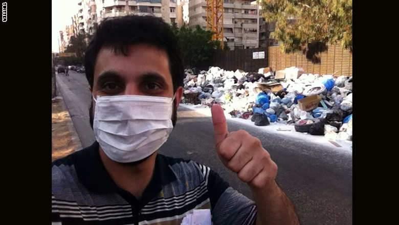 ابتكار لبناني جديد..سيلفي امام النفايات