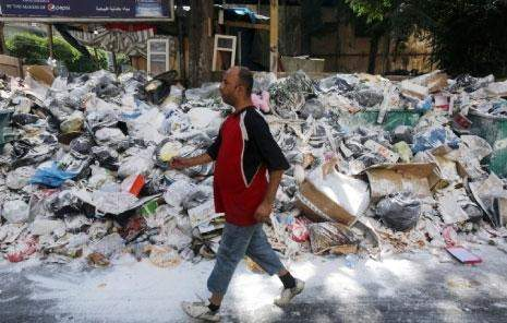 أزمة النفايات في يومها الثامن: خيار ردم البحر يتجدد