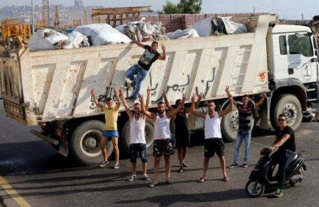 أزمة النفايات في يومها العاشر: انتفاضة برجا تحبط الحل المؤقت