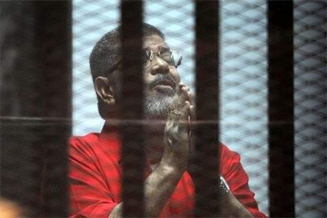 القاهرة ترفض وساطة الدوحة... ومرسي يلوّح بمحاولة تصفيته