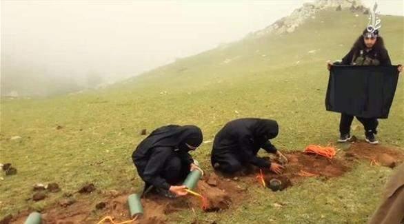 بالصور: داعش يعدم 10 أفغان بطريقة جديدة لم يستخدمها سابقاً !!