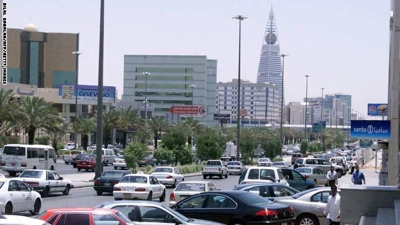 السعودية تقترض 4 مليارات دولار محليا و تستهلك 62 مليار دولار من احتياطي العملات الأجنبية