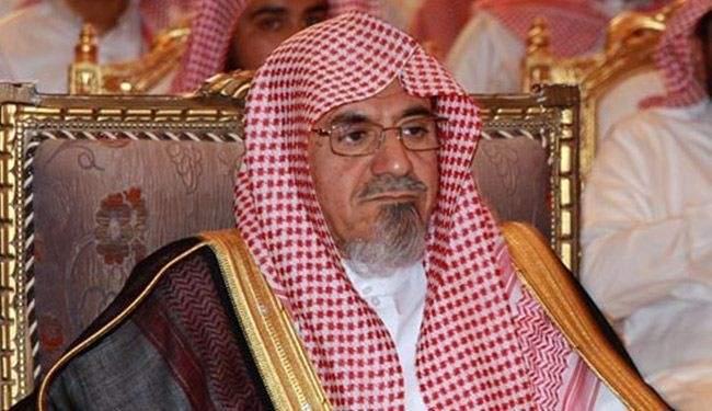 """امام الحرم المكي يصف عناصر """"داعش"""" بـ """"كلاب النار"""""""