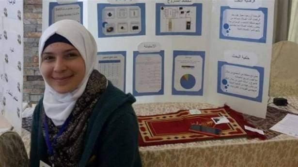طالبة فلسطينيّة تخترع سجّادة صلاة ذكيّة