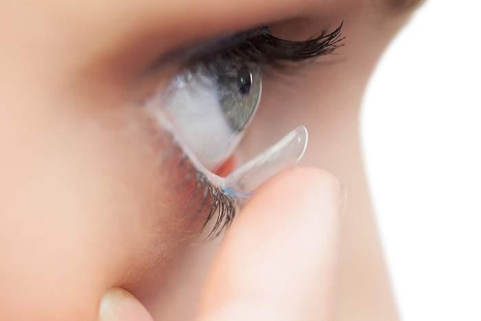 العدسات اللاصقة: أخطاء تعرضكم لخطر العمى