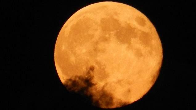 الأرض على موعد مع القمر العملاق