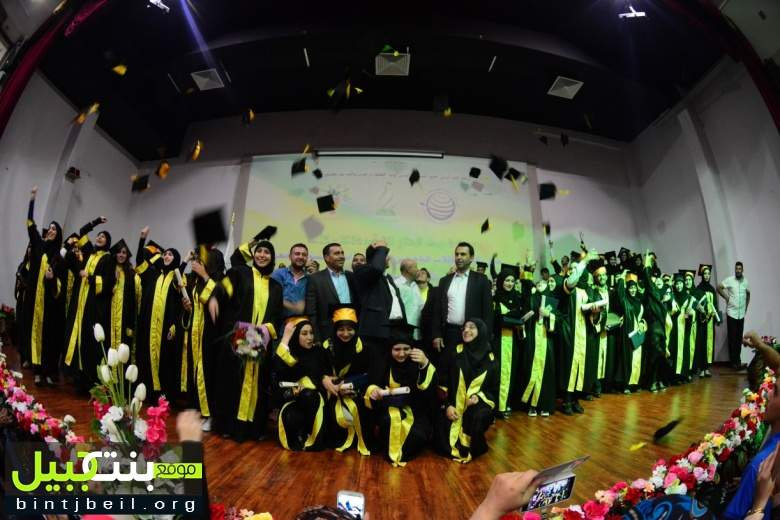 عيناثا تكرم طلابها الناجحين بالشهادات الرسمية باحتفال حاشد - فيديو + صور