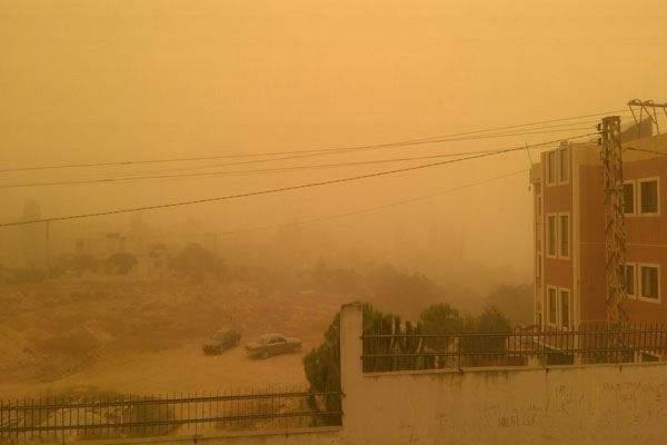 أسوأ عاصفة رملية تضرب لبنان ,, ستستمر ثلاثة أيام وستشتدّ اعتباراً من مساء غد ومستشفيات البقاعين الأوسط والشمالي وعكار تكتظ بحالات اختناق