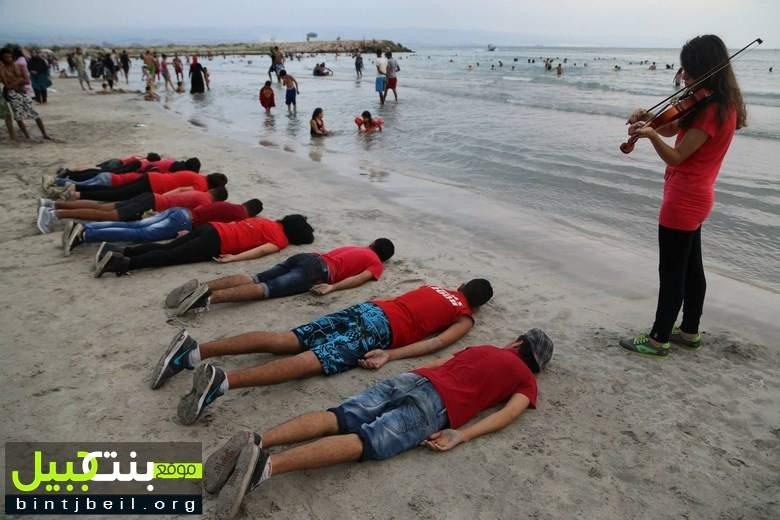 """مسرح إسطنبولي ينظم وقفة تحية الى """"إيلان"""" الطفولة على شاطئ مدينة صور"""