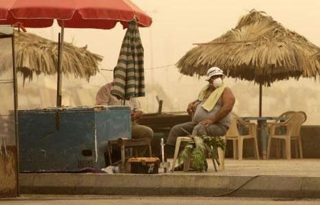 انحسار العاصفة الرمليّة: الجميع يترقّب المطر