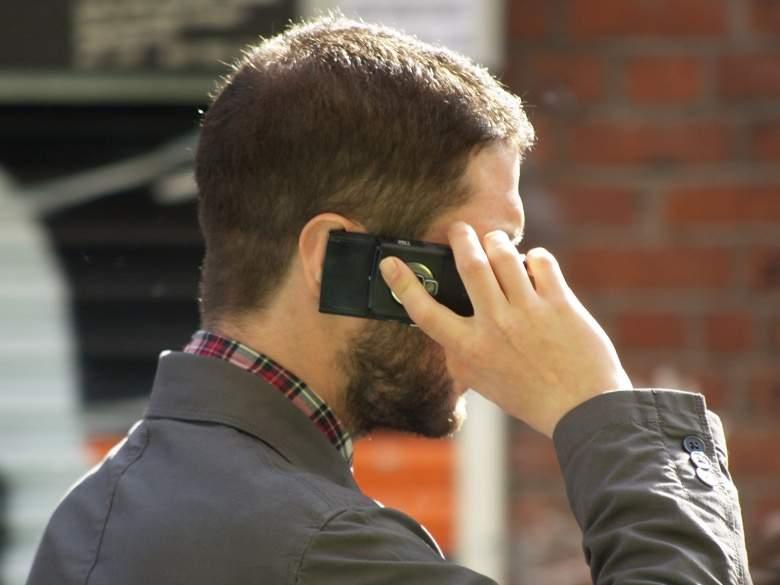 رسمياً: الهاتف الجوّال أحد مسببات السرطان!!.. ونصائح للتقليل من آثاره
