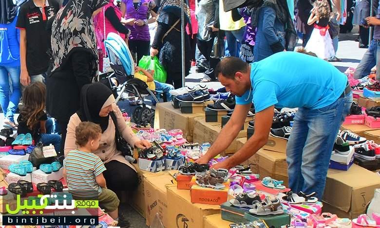 زحمة على شراء البسة العيد والقرطاسية في بنت جبيل