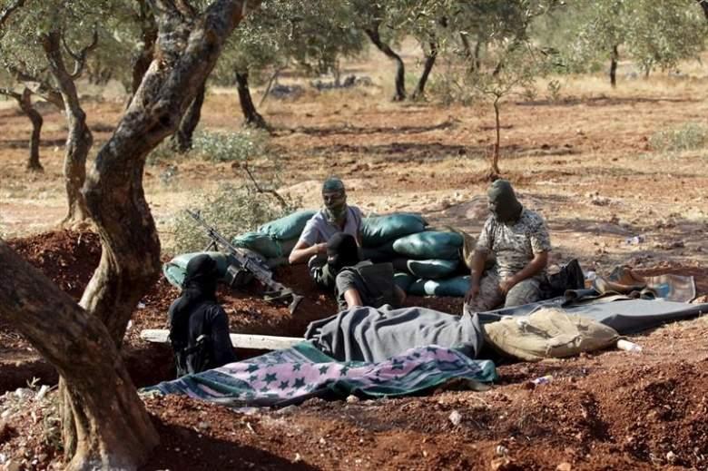 """مقاتلون درّبتهم واشنطن يسلّمون أسلحتهم لـ""""النصرة"""""""
