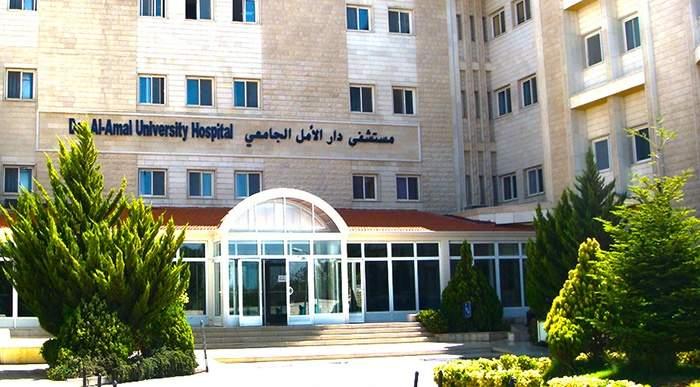 سرقة سيارة من أمام مستشفى دار الامل الجامعي في بعلبك