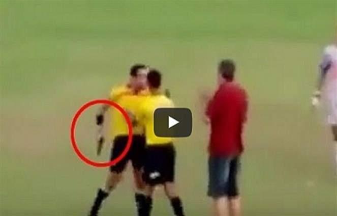 بالفيديو: حكم يشهر مسدسا بدلا من البطاقة الحمراء