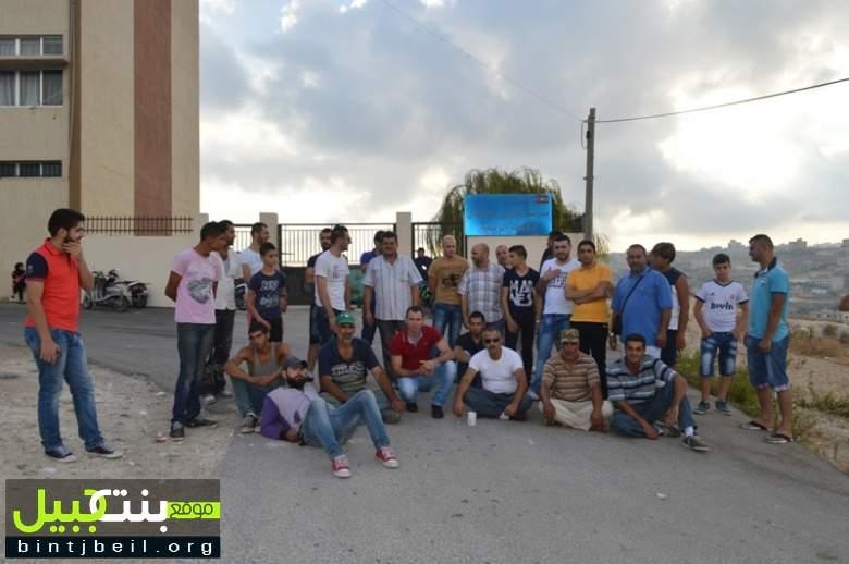 اعتصام لأهالي بلدة عين بعال أمام مدرسة البلدة