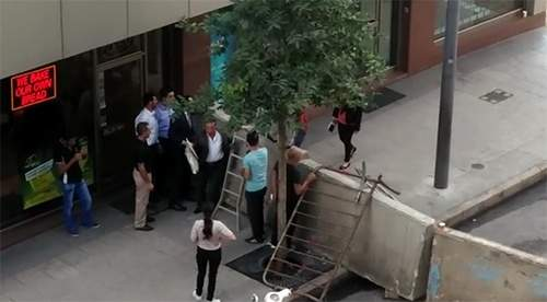بالفيديو/ هكذا وصل موظفو شارع المصارف الى عملهم صباح اليوم