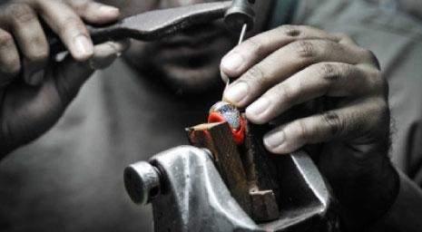 صناعة المجوهرات في لبنان... بريق من رحم المأساة