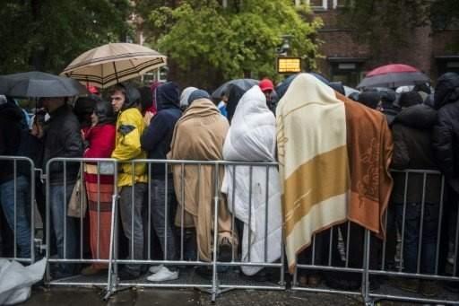 البرد يحتاج اللاجئين المقيمين في خيم في المانيا