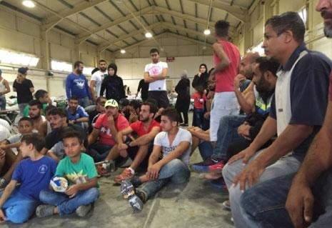 رحلة من طرابلس الى اليونان تنتهي في مخيم اعتقال بريطاني