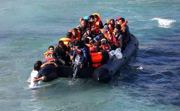 طائرات هليكوبتر تنتشل من المياه مهاجرين لبنانيين وسوريين قرب قبرص