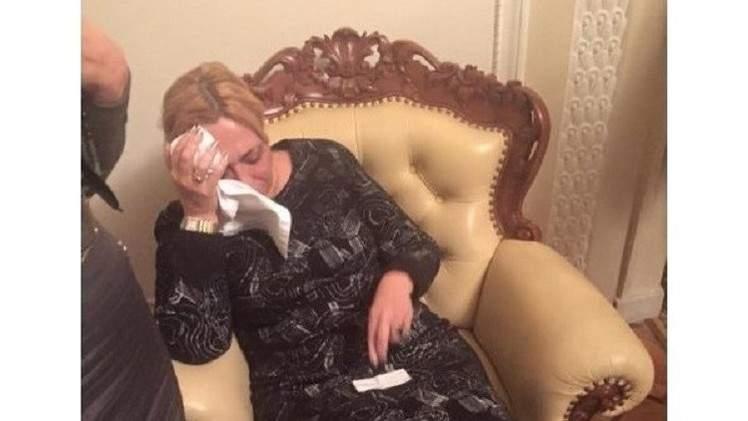 بالفيديو.. البرلمان الأوكراني يسوي مشاكله بتراشق الزجاجات الفارغة