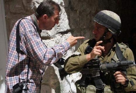 أبواب الضفة مفتوحة للإسرائيليين: جنود برداء صحافيين