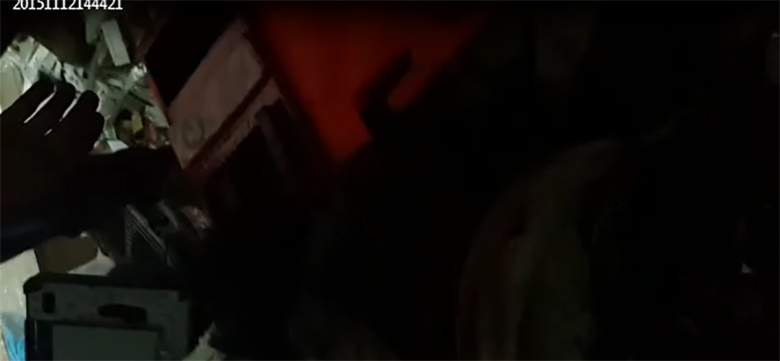 بالفيديو / لحظة تفكيك الحزام الناسف من الانتحاري الثالث الذي تم القيض عليه في برج البراجنة