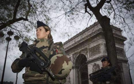 فرنسا نحو طرد الأجانب «الذين يمثّلون خطراً»