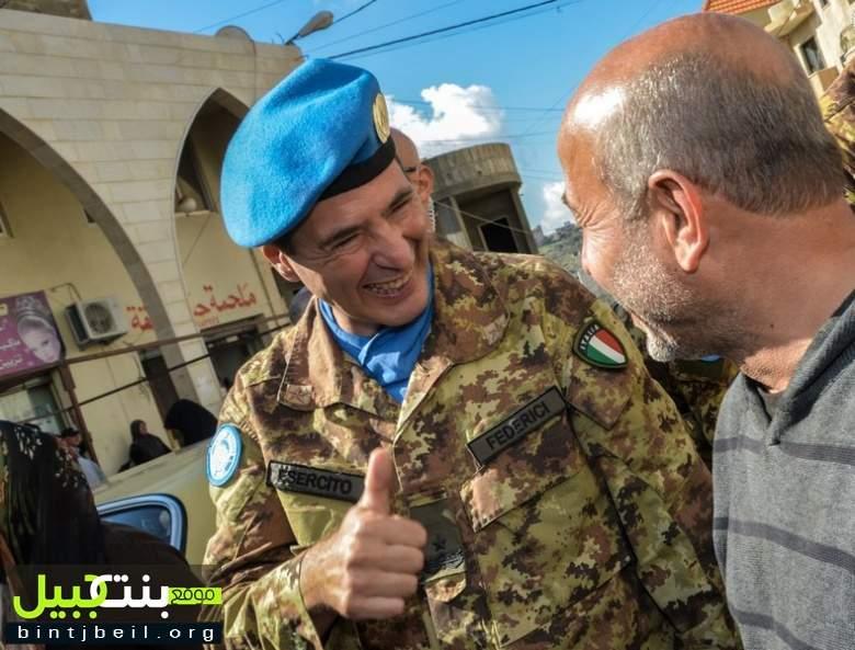 جولة لقائد إيطالي في سوق بنت جبيل