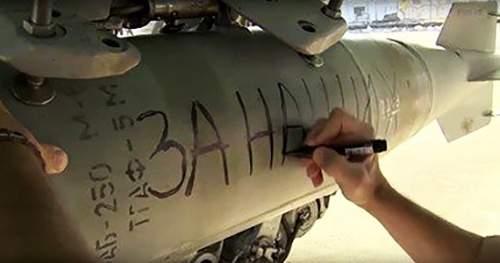 """روسيا تنقش عبارة """"من أجل باريس"""" على قنابل موجهة لسوريا"""
