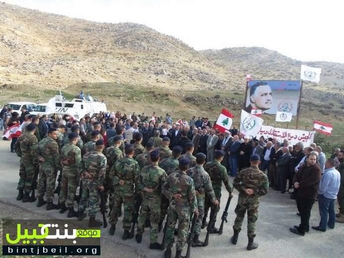 رفع العلم اللبناني عند بوابة المزارع المحتلة برعاية قائد الجيش