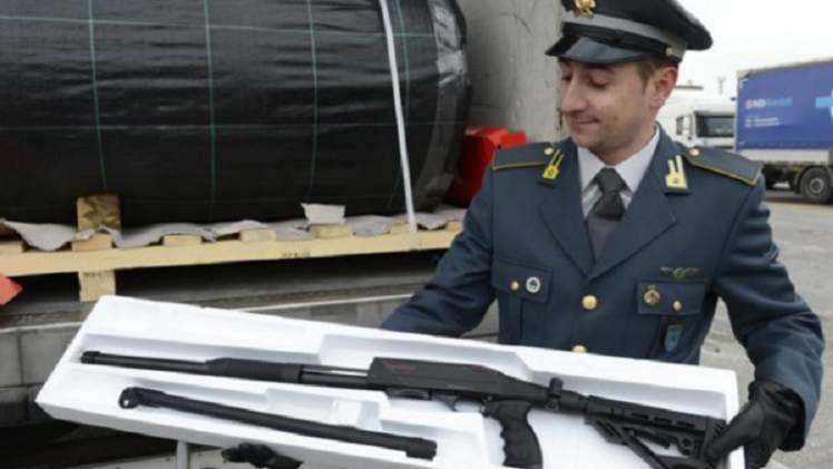 فيديو.. القبض على تركي في إيطاليا حاول تهريب أسلحة تكفي لفوج كامل