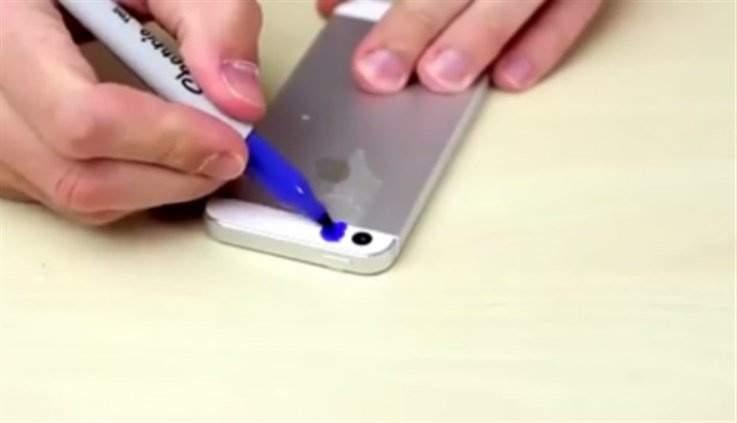 بالفيديو: ماذا يحدث عند تلوين فلاش هاتفك بالأزرق والبنفسجي؟