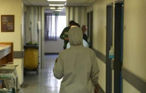 الموت على أبواب المستشفيات: صراع على الخدمات الصحية