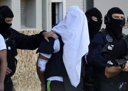 انتحار سجين متّهم بذبح مديره في فرنسا