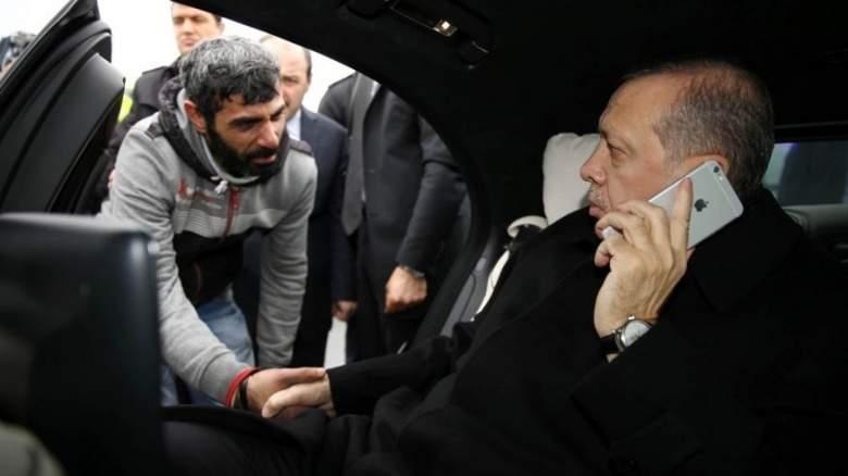 صدفة أو موعد! تشكيك في قصة إنقاذ اردوغان للرجل الذي حاول الإنتحار